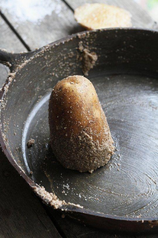 Döküm tencere tava temizliği patates ve tuz