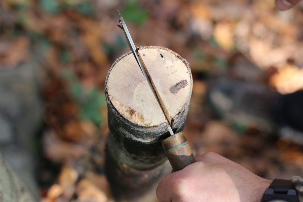 bıçakla odun yarma